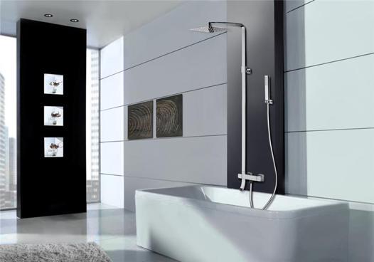 baignoire avec colonne de douche