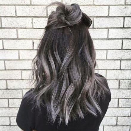 balayage gris sur cheveux noir