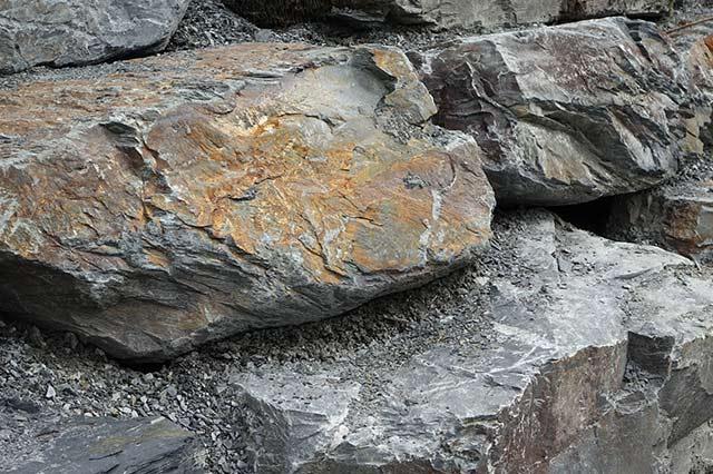 grosses pierres d'ornement