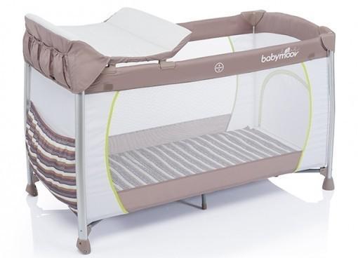lit parapluie avec matelas confortable