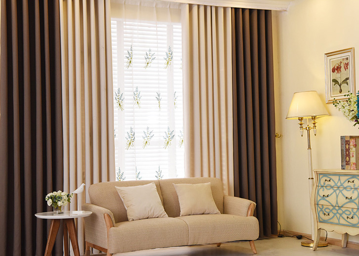 rideaux marron et beige