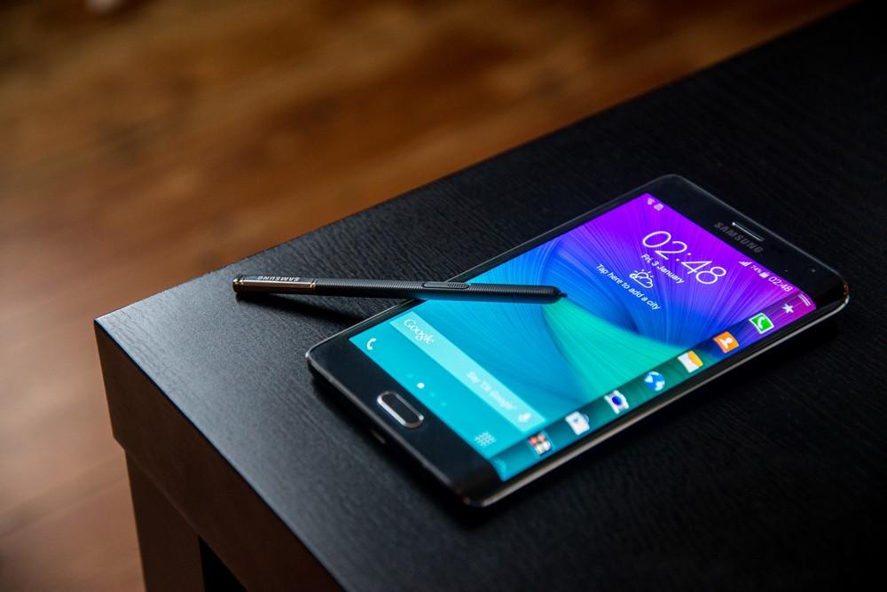 samsung smartphone ecran incurvé