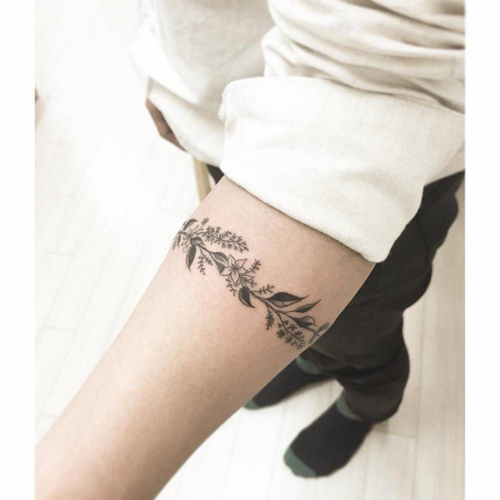 tatouage brassard femme